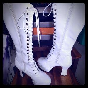 Platform Whit Lace up boots